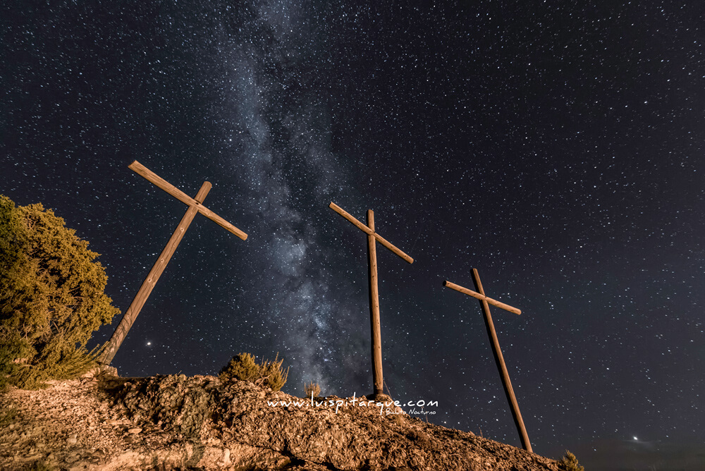 Vía láctea sobre las cruces de Alcorisa
