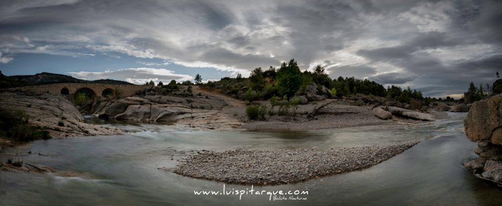 Panorámica de varias tomas horizontales en el río Bergantes.